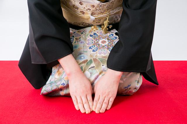女性の服装の中で格式高い留袖、その歴史と種類を紹介!